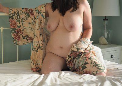 naked women kneeling on bed